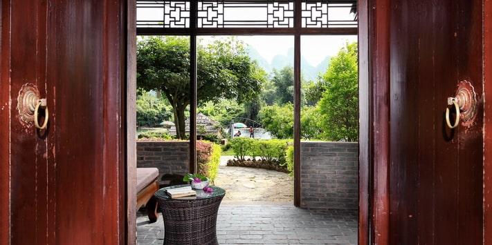 Yangshuo Mountain Retreat Yulong River double queen room.