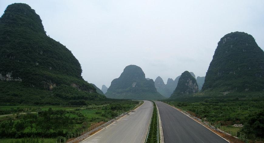 Guilin to Yangshuo - Li River Cruise to Yangshuo Mountain Retreat