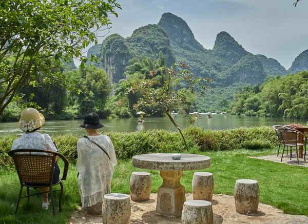 yangshuo-mountain-retreat-riverside-dining-yangshuo-china