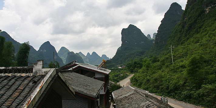 Yangshuo Mountain Retreat Yulong River view twin rooms - a favorite among Yangshuo hotels.