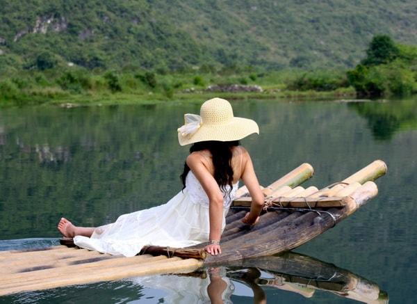 Bamboo rafting yulong river to Yangshuo Mountain Retreat
